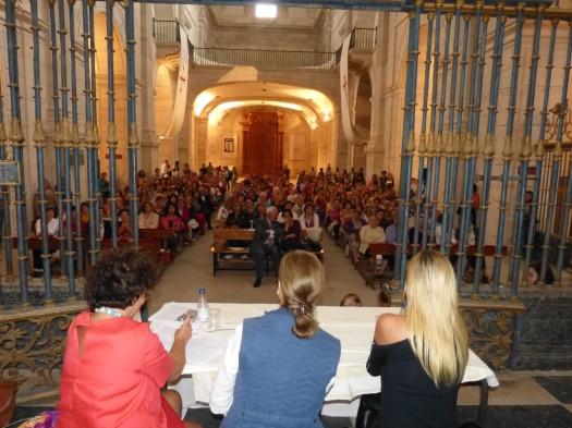 thumbnail_encuentro-con-carmen-posadas-y-marta-robles-en-la-iglesia-del-monasterio